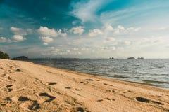 Spiaggia tropicale Bello fondo immagini stock libere da diritti
