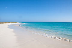 Spiaggia tropicale con la sabbia bianca Fotografia Stock Libera da Diritti