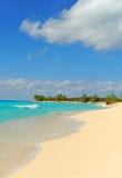 Spiaggia tropicale con nessuno Fotografia Stock Libera da Diritti