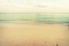 Spiaggia tropicale d'annata di estate Fotografia Stock Libera da Diritti