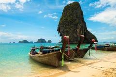 Spiaggia tropicale del crogiolo di coda lunga, Krabi, Tailandia Immagini Stock