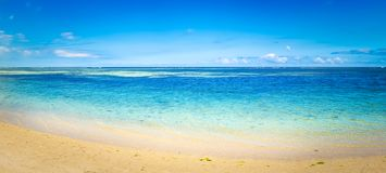 Spiaggia tropicale del Sandy Bello paesaggio Panorama fotografia stock