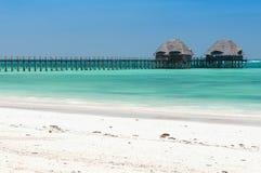 Spiaggia tropicale di Zanzibar ed isola marina della prigione - Oceano Indiano - l'Africa fotografie stock