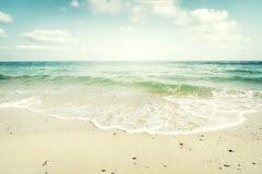 Spiaggia tropicale in estate Fotografia Stock Libera da Diritti