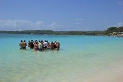 Spiaggia tropicale in Guadalupa, caraibica Immagini Stock Libere da Diritti