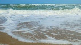 Spiaggia tropicale idilliaca del turchese della spiaggia del mare in mare caraibico con la riva bianca della sabbia video d archivio