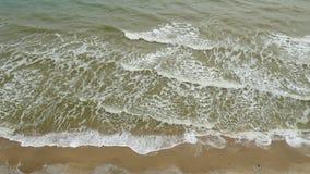 Spiaggia tropicale idilliaca del turchese della spiaggia del mare in mare caraibico con la riva bianca della sabbia archivi video