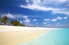 Spiaggia tropicale nell'Oceano Indiano Fotografie Stock Libere da Diritti