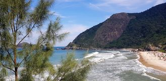 Spiaggia tropicale in Rio de Janeiro fotografie stock libere da diritti