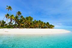 Spiaggia tropicale sbalorditiva all'isola esotica in Pacifico Immagine Stock