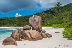 Spiaggia tropicale sull'isola di Digue della La, Seychelles Fotografia Stock