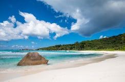 Spiaggia tropicale sull'isola di Digue della La, Seychelles Immagine Stock Libera da Diritti