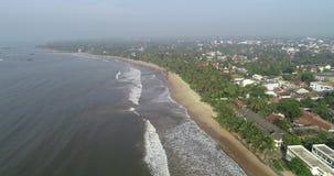 spiaggia tropicale in un giorno nebbioso stock footage