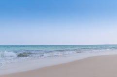 Spiaggia tropicale in vomitato in Fotografia Stock Libera da Diritti