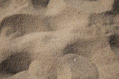 Spiaggia turistica della sabbia piena di sole Fotografie Stock Libere da Diritti