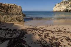 Spiaggia turistica della sabbia soleggiata Immagini Stock