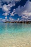 Spiaggia verde meravigliosa della laguna, Maldive Immagine Stock