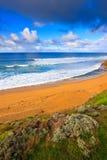 Spiaggia vicino alla grande strada dell'oceano Fotografia Stock