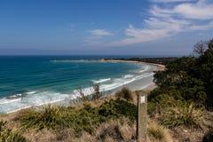 Spiaggia vicino alla grande strada dell'oceano Immagini Stock Libere da Diritti