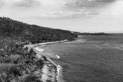 Spiaggia vicino a Sengiggi, Lombok, Indonesia - versione in bianco e nero fotografie stock