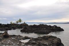 Spiaggia vulcanica dell'Hawai Immagini Stock