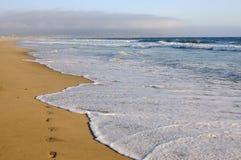 Spiaggia vuota dell'oceano vicino a Los Angelos, California Immagine Stock