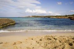 Spiaggia vuota ed orme Fotografie Stock Libere da Diritti