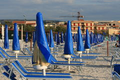 Spiaggia vuota nella stagione bassa Fotografie Stock Libere da Diritti