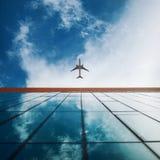 Spiani nel cielo, costruzione di affari nella priorità alta Movimento allo scopo, concetto Fotografia Stock