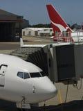 Spiani, volo dell'aereo del Airbus 767 Immagini Stock Libere da Diritti
