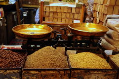 Spice market. Pair of scales in spice market in Syria Royalty Free Stock Photography