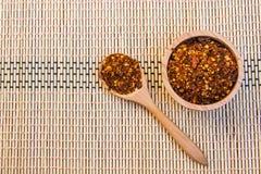 Spiced Cayenne pieprz w drewnianym pucharze Odgórny widok Zdjęcie Stock