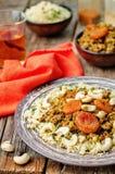 Spiced trita con le albicocche secche, gli anacardi ed il cuscus moro Immagini Stock