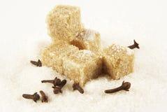 Spicinesses, açúcar marrom e açúcar branco Fotografia de Stock Royalty Free