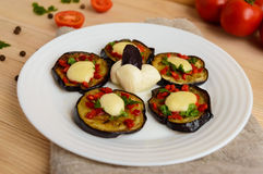 Spicy fried eggplant slices with red pepper, garlic, herbs and mozzarella Royalty Free Stock Photos