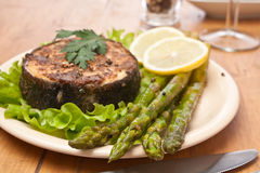 Spicy grilled halibut fish with asparagus Stock Photography