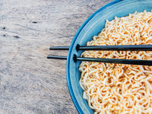 Spicy instant noodles in bowl with chopsticks Royalty Free Stock Photos