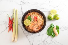 Spicy instant noodles soup with shrimp Royalty Free Stock Photos