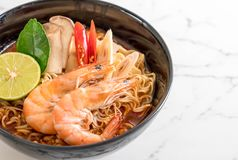Spicy instant noodles soup with shrimp. (tom yum Royalty Free Stock Photos