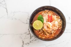 Spicy instant noodles soup with shrimp. (tom yum Stock Photography