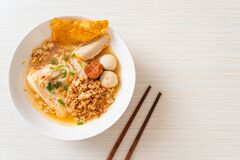 Free Spicy Noodles With Fish Ball And Minced Pork (Tom Yum Noodles Royalty Free Stock Images - 182680539