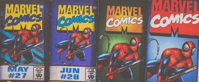 Spider-Man förundra sig komikerlogosuperheroen i handling Arkivbilder