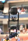 Spidercam用于从亚瑟Ashe体育场的广播的空中摄影机系统在比利・简・金国家网球中心 库存图片