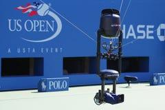Spidercam用于从亚瑟Ashe体育场的广播的空中摄影机系统在比利・简・金国家网球中心 免版税库存照片