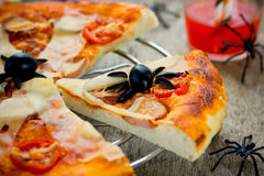 Spiderweb薄饼-乐趣和容易的食物为万圣夜 免版税库存图片