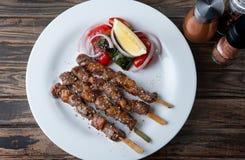 Spießen Sie gegrilltes Rindfleisch Whitgewürz in der moslemischen Art auf lizenzfreie stockfotografie