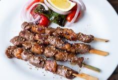 Spießen Sie gegrilltes Rindfleisch Whitgewürz in der moslemischen Art auf lizenzfreie stockfotos