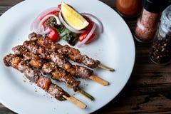 Spießen Sie gegrilltes Rindfleisch Whitgewürz in der moslemischen Art auf lizenzfreie stockbilder