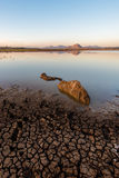Spieczony jezioro przy świtem zdjęcia royalty free