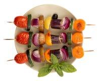 Spiedi arrostiti della verdura isolati Fotografia Stock